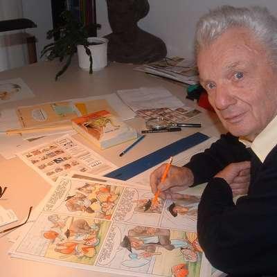 Mikija Mustra smo intervjuvali leta 2005, ko smo ga ujeli ravno med pregledovanjem Martina Krpana. Foto: Andraž Gombač
