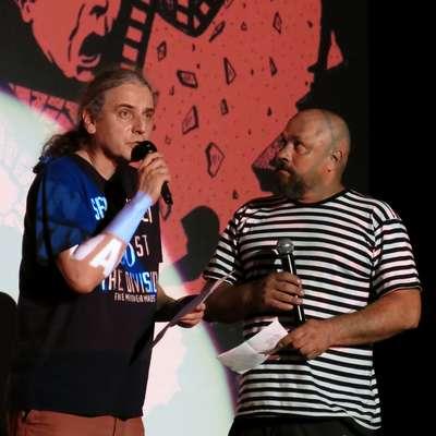 Predrag Lucić (levo) je veliko nastopal z Borisom Dežulovićem, starim  soborcem z legendarnega satiričnega časopisa Feral Tribune. Foto: Andraž Gombač