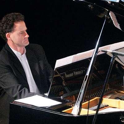 Bojan Glavina je pianist, pedagog in skladatelj, avtor približno 400 del.   Foto: Zdravko Primožič/FPA