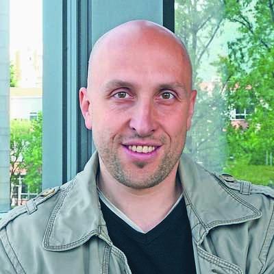 Dr. David Bandelj je pesnik, literarni zgodovinar in zborovodja iz  Gorice, eden od gostov letošnje Vilenice, s pesmimi zastopan tudi  v festivalskem zborniku,     Foto: Klavdija Figelj