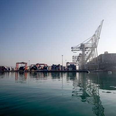 Koprsko sodišče bo še enkrat odločalo o odškodninskem zahtevku, ki ga je Luka Koper vložila zoper italijansko podjetje, ki je  podpisalo pogodbo za poglobitev morskega dna v pristanišču,  dela pa ni opravilo.  Foto: Tomaž Primožič/FPA