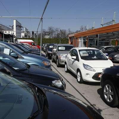 Slovenci  pri nakupu avtomobilov ne varčujejo. Foto: STA