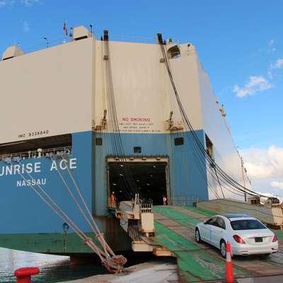 Z mercedesi je Luka dobila tudi  direktno ladijsko povezavo  med Koprom in Azijo za prevoz vozil.   Foto: Luka Koper