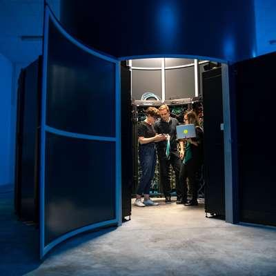 V družbi  Arctur upajo, da bodo imeli aktivno vlogo pri razvoju nove  generacije super zmogljivih računalnikov.  Foto: Valentin Casarsa