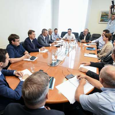 Pogajalsko omizje šestih strank pod taktirko Marjana Šarca, ki je  najbližje sestavi vlade. Foto: STA