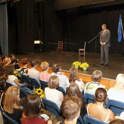 Predsednik republike Borut Pahor je včeraj nagovoril generacijo  letošnjih maturantov novogoriške splošne gimnazije.  Foto: Leo Caharija