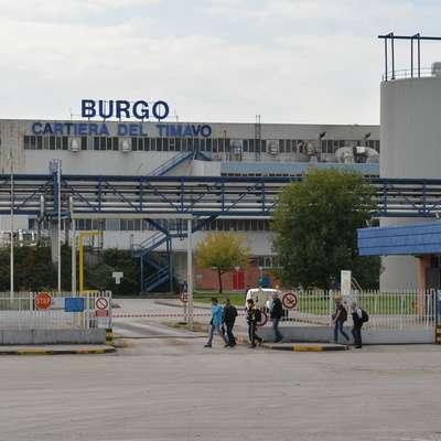 Podjetje Cartiera di Ferrara bo prevzelo papirnico Burgo v Štivanu  in ohranilo delovna mesta le, če bo dobilo zeleno luč za gradnjo  sežigalnice.  Foto: Damjan Balbi