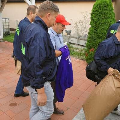 Policisti so danes zjutraj Andreja Šiška v zadevi Štajerska varda  privedli na Okrožno sodišče v Mariboru in jo s kazensko ovadbo  izročili preiskovalnemu sodniku, ta pa je za privedenega odredil  sodno pridržanje. Foto: Andrej Petelinšek/Večer