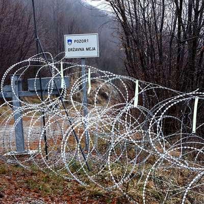 Tehnične ovire oziroma žična ograja na državni meji Foto: Zdravko Primožič/FPA