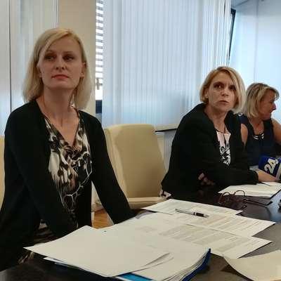 Reorganizacija CSD je bila vsebinsko in procesno zahteven proces,  s katerim se je ukvarjalo veliko ljudi, trajal pa je več let, pravi   ministrica v odhodu Anja Kopač mrak (v sredini).  Foto: Jana Krebelj