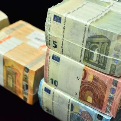 V želji po hitrem zaslužku so naivneži izročili goljufom več kot 72  milijonov evrov. Foto: STA