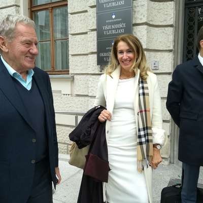 Milan Mandarić (levo) se redno udeležuje obravnav. Na sliki je z  odvetnikoma Carmen Dobnik in Jernejem Kosom.  Foto: Jana Krebelj