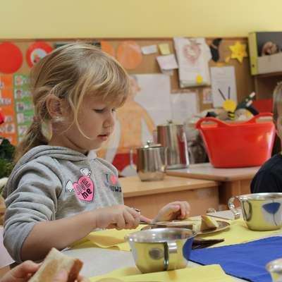 Kakšno hrano jedo otroci v šolah in vrtcih?