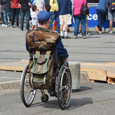 Različne oblike oviranosti so glavna težava, s katero se  srečujejo invalidi, ni pa edina. Precej nelagodja čutijo na  strani sogovornikov, ki ne vedo, kako z invalidom komunicirati, da ne bodo prizadeti.   Foto: Pixabay.com