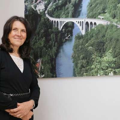 """Darinka Kozinc: """"Dobro plačana delovna mesta so le v Ljubljani"""""""