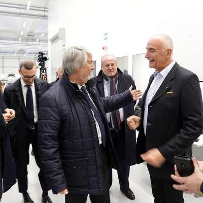 Italijanski minister za delo Poletti (v sredini) je bil nad predstavitvijo Pipistrela, njegove zgodovine in načrtov, navdušen. Foto: Leo Caharija