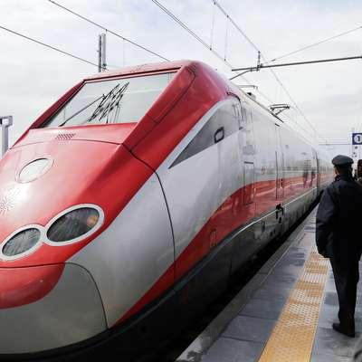 Neposredno povezavo do železniške postaje Trst in zvezo na vlake  po Italiji omogočata iz Ljubljane trenutno dva avtobusa dnevno.    Foto: Leo Caharija