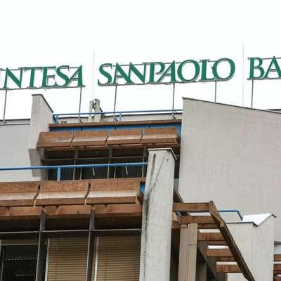 Aprila bo banka Intesa Sanpaolo odprla poslovno središče v  Ljubljani, sedež banke pa ostaja v Kopru.
