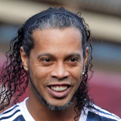 Ronaldinho naj bi se oženil z dvema izbrankama
