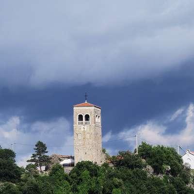 Danes bo oblačno in deževno, predvsem v zahodni in južni  Sloveniji bodo nastajale tudi nevihte. Foto: Zdravko Primožič/FPA