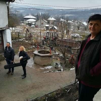 Vesna Šutić se je izobraževala o zdravilnih zeliščih. Ta postajajo  najpomembnejši vir dohodka na njihovi kmetiji.    Foto: Jana Krebelj