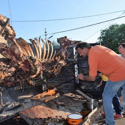 Z bikom in ognjem pod njim se je ukvarjal tudi Darjo Zidarič, ob  njem je njegova soproga Sandra.