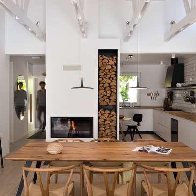 Arhitekti so odprli in povezi bivalne  prostore. Foto: Janez Marolt
