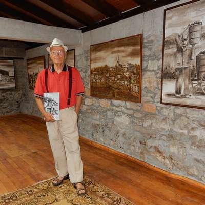 V novi galeriji je dobilo domovanje dvanajst zemljenk - slik velikega formata, za vseh dvanajst krajevnih skupnosti v občini.   Foto: Marica Uršič Zupan