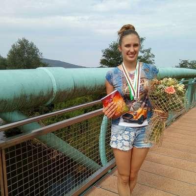 Ines Frančeškin je ponosna na svoje tri medalje s svetovnega  prvenstva. Foto: Alenka Ožbot