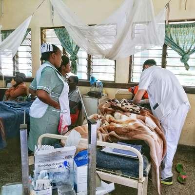 V bolnišnico sprejmejo le najtežje bolnike. Veliko je primerov  malarije, kolere, anemije in zapletov zaradi okužbe z virusom  hiv. Foto: Maša Lukež