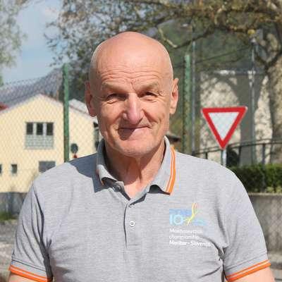 Stojan Maurič  je pri skoraj 64 letih z oranžno žogo neločljivo povezan še danes. Foto: Igor Mušič