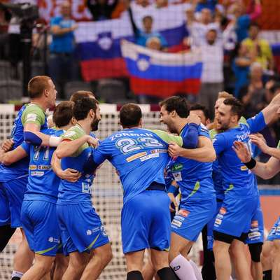 Slovenski rokometaši so bili  v zadnjih medsebojnih dvobojih  uspešnejši od Makedonije. Tako so se zmage veselili na  svetovnem prvenstvu leta 2015 v Katarju.  Foto: STA