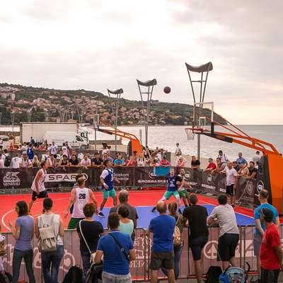 Tako atraktiven je bil pogled na košarkarske dvoboje v Kopru. Foto: Dino S.Jugovac