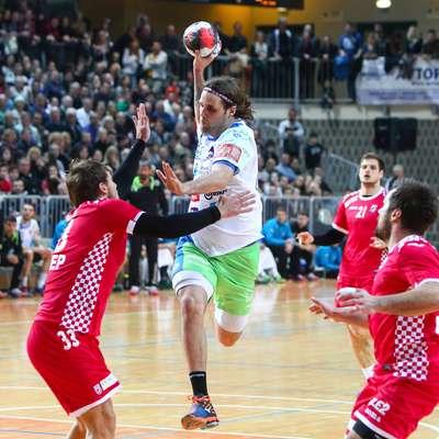 Dean Bombač (z žogo) bo kot kaže spet oblekel dres slovenske  reprezentance. Foto: Tomaž Primožič/FPA