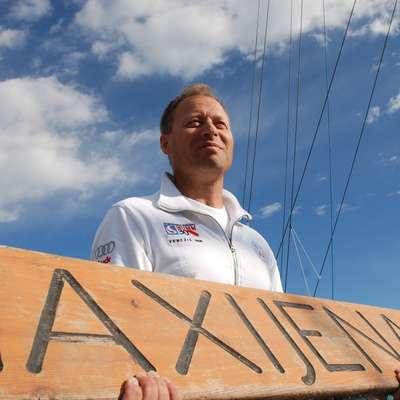 Mitja Kosmina bo primat petih zmag Igorja Simčiča v nedeljo  poskusil izenačiti na krovu jadrnice Tempus Fugit. Foto: Neva Volarič