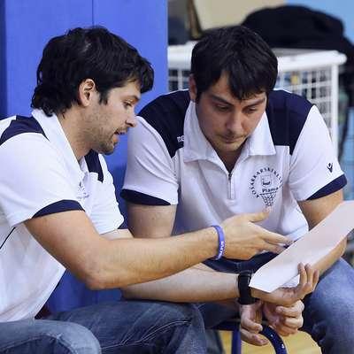 Kakšno presenečenje sežanskim košarkarjem na klopi Ilirske  Bistrice snujeta Rok Dežman (desno) in Sašo Ožbolt? Foto: ZDRAVKO PRIMOŽIČ/FPA
