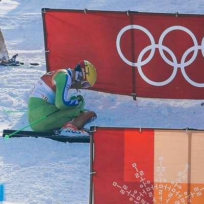 Štefan Hadalin je olimpijski slalom končal še pred prihodom v cilj  prve vožnje.  Foto: STA