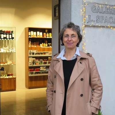 Direktorica Polona Abram pred Galerijo Lojzeta Spacala, ki  bo letos praznovala 30. obletnico. Foto: Petra Mezinec
