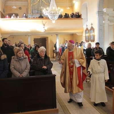 Obnovljeno notranjost cerkve sv. Krizogona v Hrušici je minulo  nedeljo blagoslovil koprski škof msgr. Jurij Bizjak.