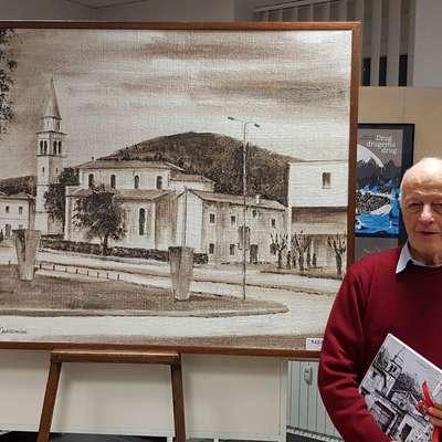 Marijan Miklavec je  knjigo Ponos Krasa predstavil v Kosovelovi  knjižnici. Navdih za slike v  tehniki z zemljo je  dobil  pri domorodcih  v Avstraliji, saj je želel pri  slikah uporabiti kraški material.   Foto: Samanta Coraci