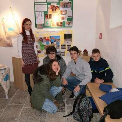 Učenci mreže osnovnih šol Parka Škocjanske jame so letos  proučevali ljudsko vremenoslovje in ugotavljali, kako so nekdaj  napovedovali vreme. Foto: Vanja Debevec