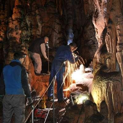 Še pol jame čaka, da jo očistijo