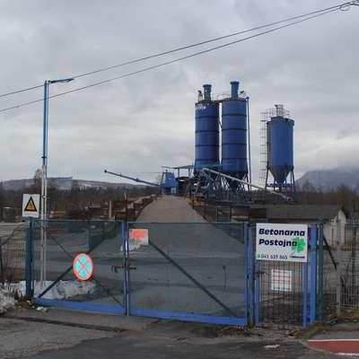 Namesto betonarne bo na tem območju zrasla nova poslovno-proizvodna stavba podjetja Pet pak. Foto: Veronika Rupnik Ženko