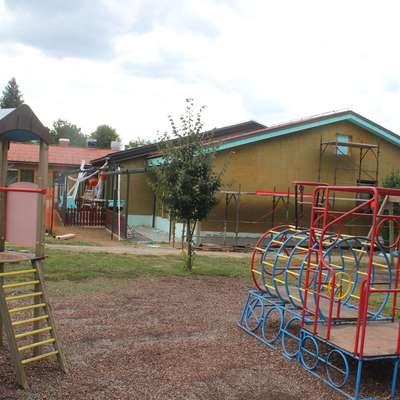 V okolici šol in enot vrtca (na fotografiji Pastriček) bo še nekaj časa  gradbišče. Foto: Veronika Rupnik Ženko