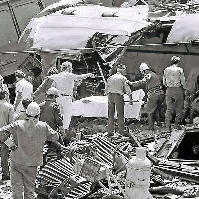 Zdravniki, železniški delavci,  pripadniki civilne zaščite, gasilci  in drugi so v manj kot dveh urah iz razbitin izvlekli vse  ranjence in vse mrtve.  Foto: Zdravko Primožič/FPA