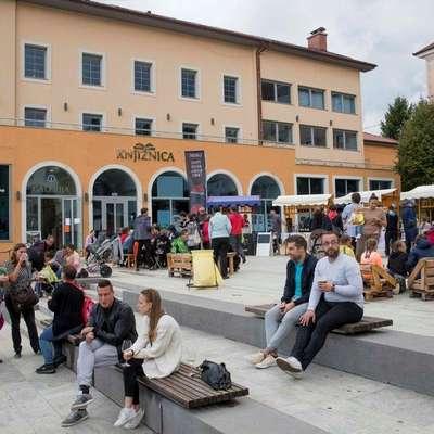 Dogodek Po-stoj-na živi ulici (na fotografiji lanski utrip) bo tudi  letos oživil središče mesta. Foto: arhiv Občine Postojna