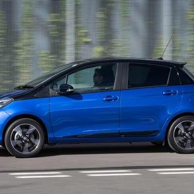 Kljub dvobarvni izvedbi ostaja yaris klasika med manjšimi avtomobili.