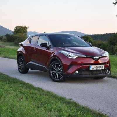 Lansko leto je bilo v prodajni statistiki zabeleženih 441 primerkov modela CH-R, kar ga postavlja v vrh med hibridnimi avtomobili. Foto: Peter Pirkovič