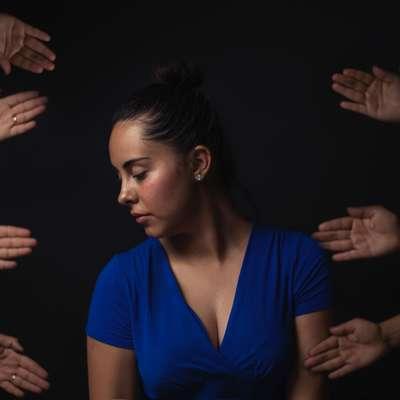 Delavec v kroničnem stresu, ki stopnjuje izgorelost, se psihično in  fizično vse slabše počuti, kar lahko sproži težke bolezni.