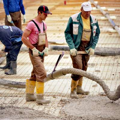 Lani je največ smrti zaradi poškodb pri delu zahtevala dejavnost  gradbeništva.  Foto: STA